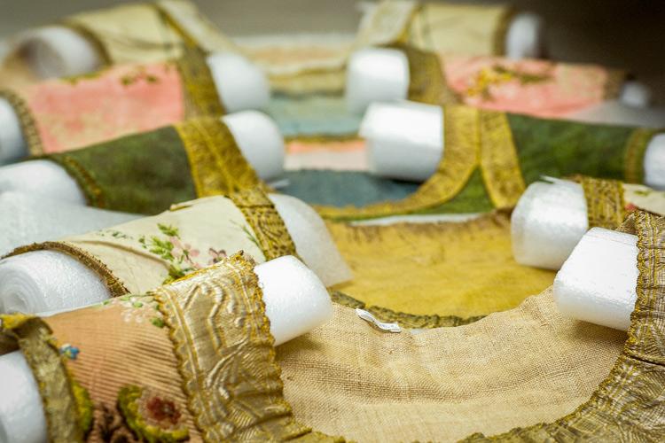"""Imatge curs: """"Documentació d'indumentària i objectes tèxtils"""""""