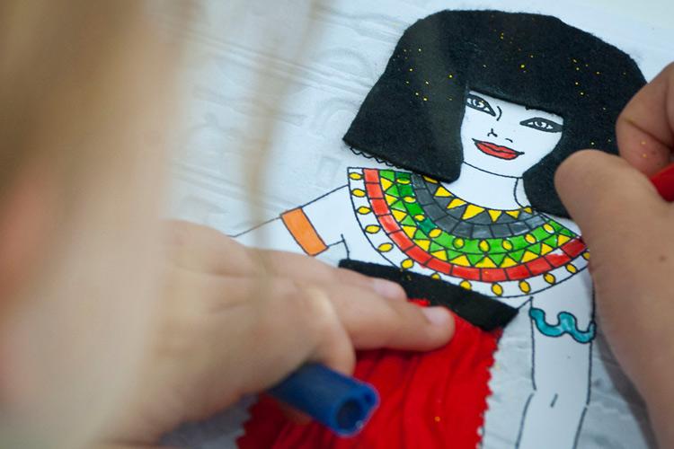 Imatge: Taller familiar: Com vestia en Tutankamon?