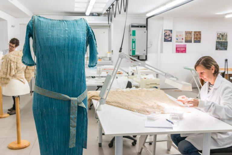 Imatge restauració peça per exposició