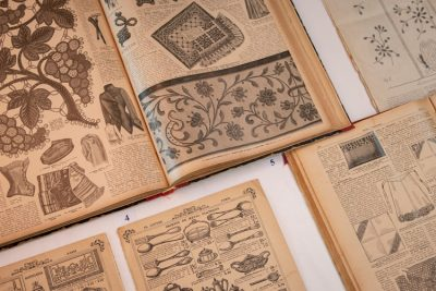 Imatge vitrina documents singulars biblioteca CDMT