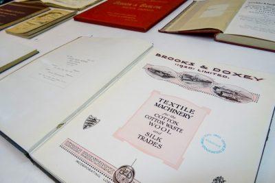 Imatge vitrina documents singulars biblioteca octubre 2018