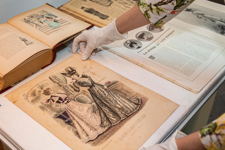 """Imatge, Documents singulars de la biblioteca. """"Vestits modernistes per a cada ocasió"""""""