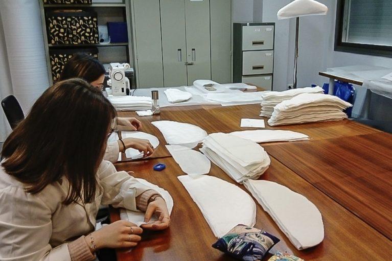 Imatge alumnes de la UAB realitzant pràctiques al CDMT