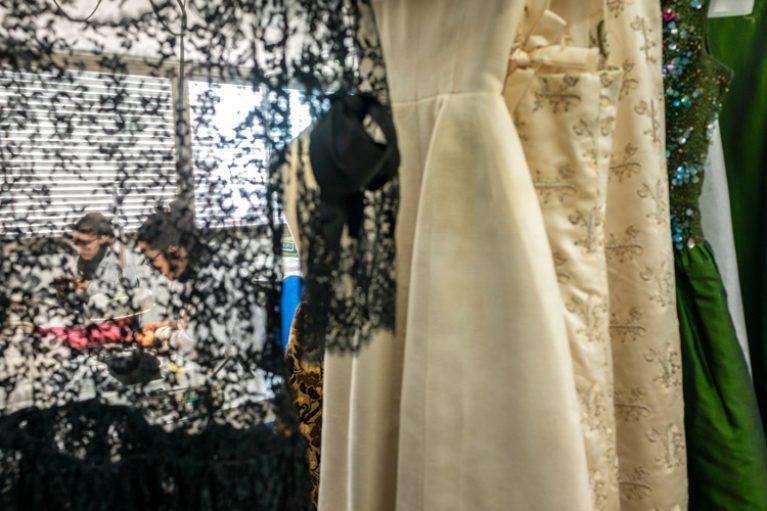 Imatge restauració vestits Balenciaga.
