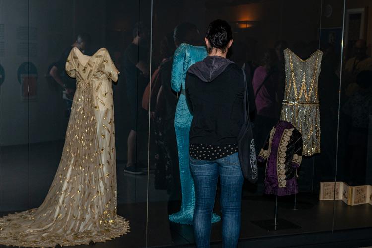 Imatge detall exposició: - Petits retalls del Tèxtil: un tast del fons del Museu Tèxtil.