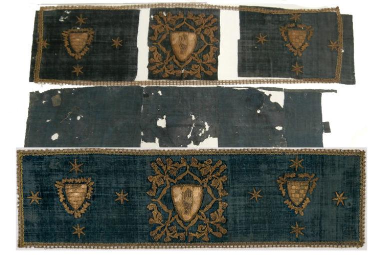 Imatge procés de desmuntatge d'un frontal d'altar, per a la seva restauració.