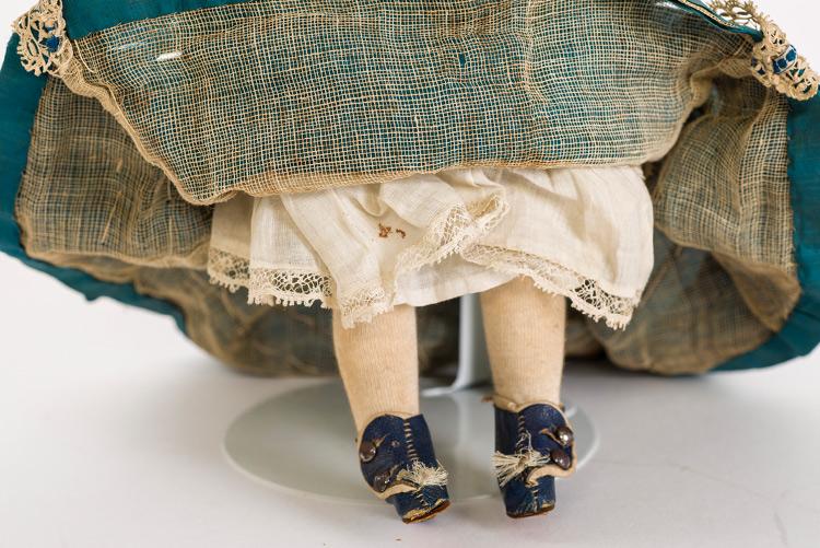 Imatge nina maniquí. Detall sabates.