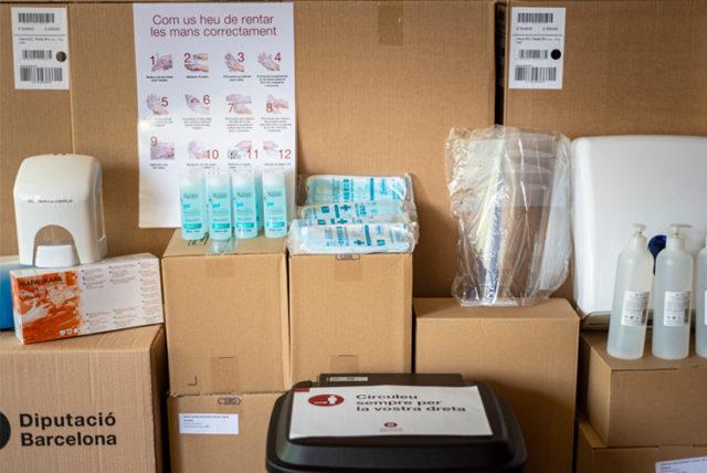 Imatge del material per les noves mesures de seguretat sanitària al Museu Tèxtil.