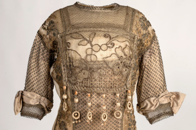 Imatge exemple indumentària femenina.