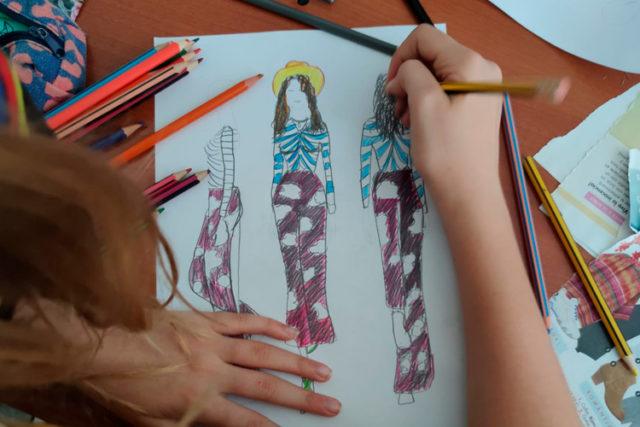 Imatge taller: Drawing fashion. Iniciació a la il·lustració de moda